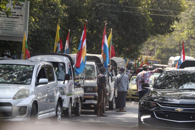 Υποστηρικτές του στρατού στη Μιανμάρ