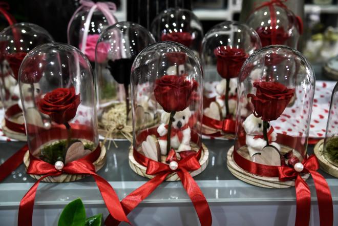 Κόκκινα τριαντάφυλλα για την ημέρα των ερωτευμένων- φωτογραφία Eurokinissi