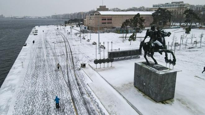 Στα λευκά η Νέα Παραλία Θεσσαλονίκης- φωτογραφία INTIME