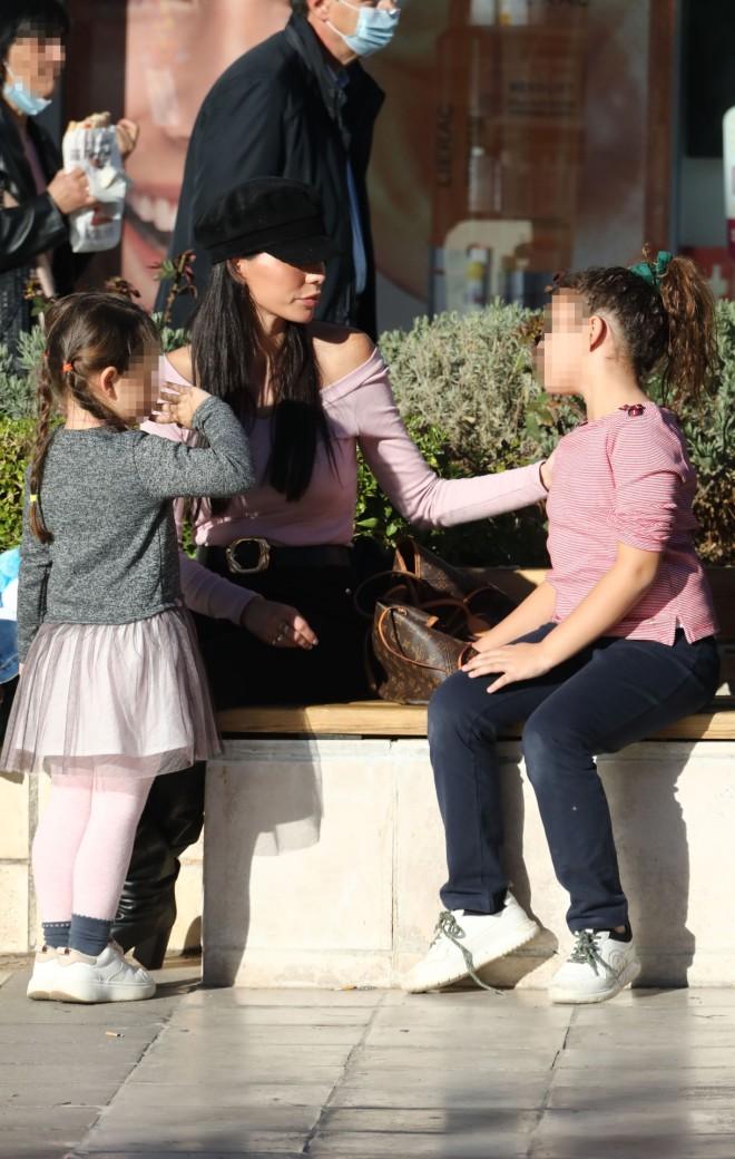 Η Ιωάννα Μπούκη με τις κόρες της