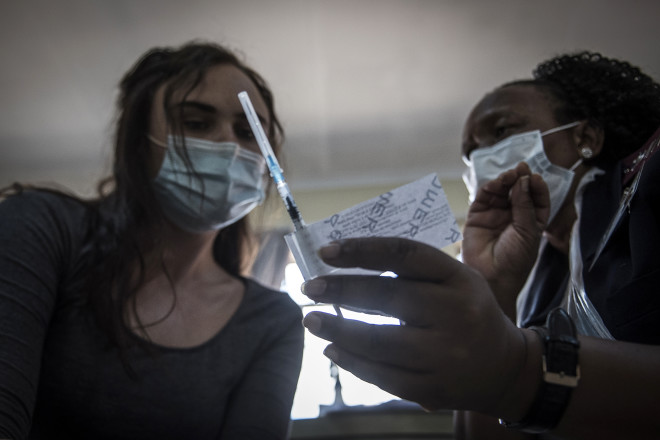 Το εμβόλιο τηςJohnson & Johnson κατά τις δοκιμές στη νότια Αφρική - φωτογραφία ΑΡ