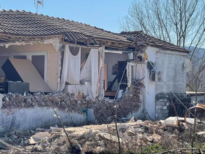 To σπίτι στο Μεσοχώρι Ελασσόνας όπου κατοικούσε ο ηλικιωμένος που διασώθηκε - πηγή: larissanet