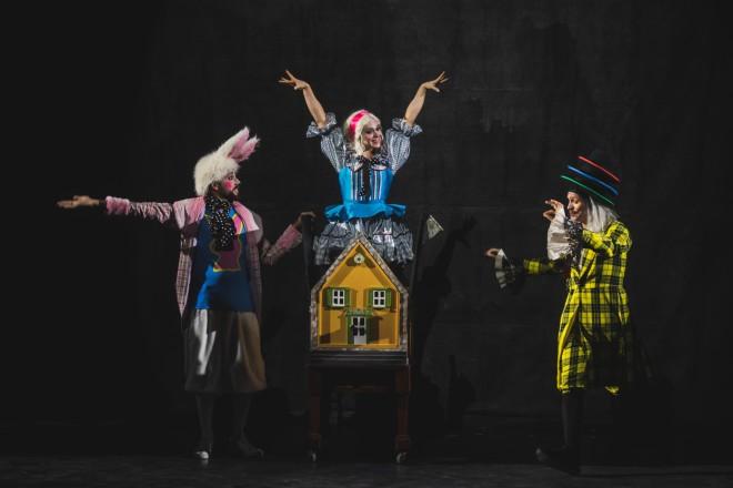"""Οι συντελεστές της παράστασης """"Η Αλίκη στη χώρα των θαυμάτων"""""""