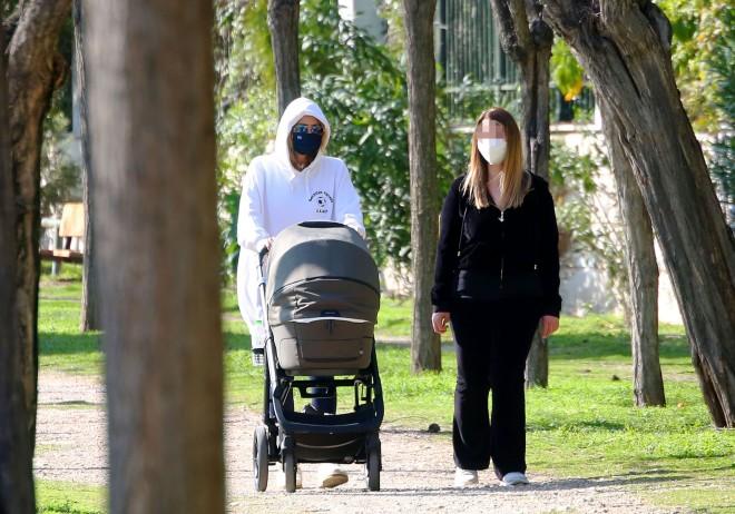 Η Τζένη Μπαλατσινού με τον γιο της και μία φίλη της
