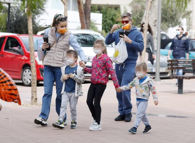 Μαριέττα Χρουσαλά - Λέοντας Πατίτσας με τα παιδιά τους