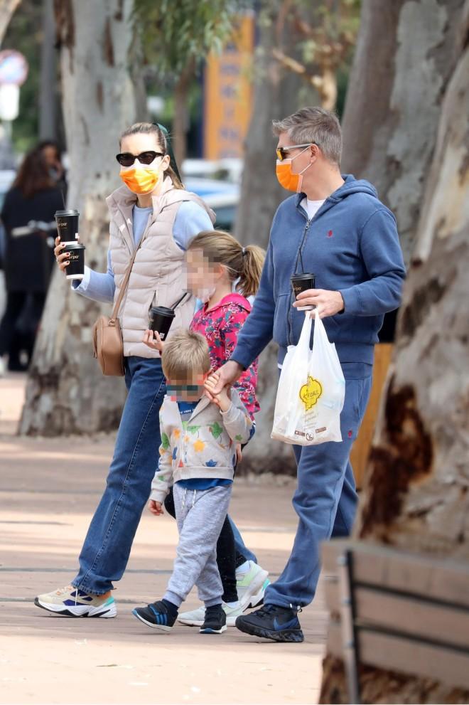 Χρουσαλά – Πατίτσας: Οικογενειακή βόλτα με τα τρία τους παιδιά