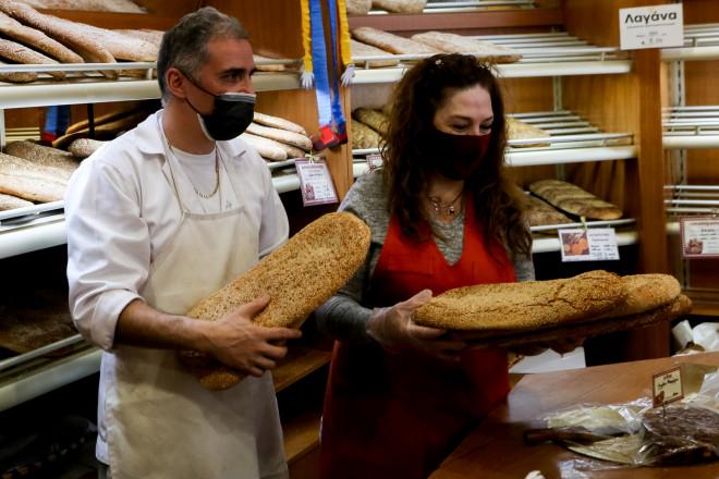Οι φούρνοι υποδέχονται τους καταναλωτές με παραδοσιακή λαγάνα-φωτογραφία Eurokinissi