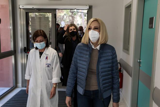 H Φώφη Γεννηματά επισκέφθηκε το νοσοκομείο Σωτηρία και συνομίλησε με γιατρούς