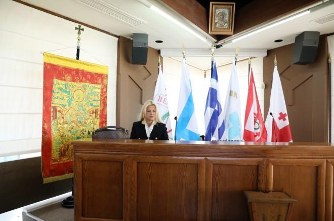 Η σύζυγος του Γιώργου Πατούλη βρέθηκε στη συμβολική φωταγώγηση του Δημαρχείου Βάρης – Βούλας – Βουλιαγμένης