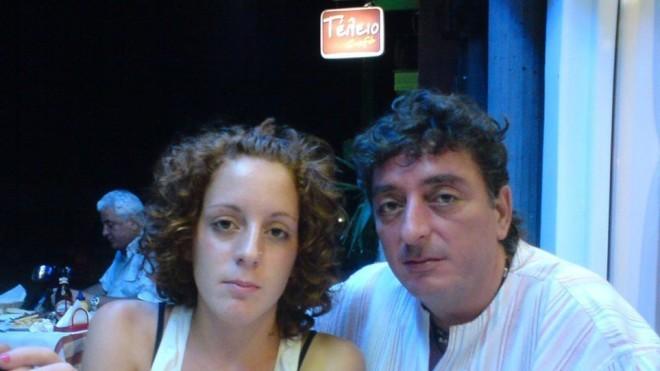Η  Σπυριδούλα Καραμπουτάκη  με τον πατέρα της, Λευτέρη
