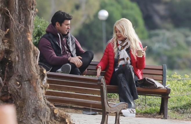 Τον καφέ τους απόλαυσαν ντυμένοι casual η Μαρίνα Πατούλη και ο καλός της φίλοςΝίκος Παπαδάκης