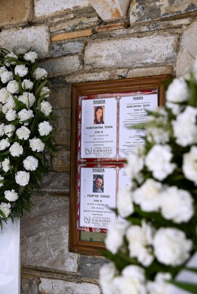 Τα κηδειόχαρτα των δύο αδελφών στη Μακρινίτσα