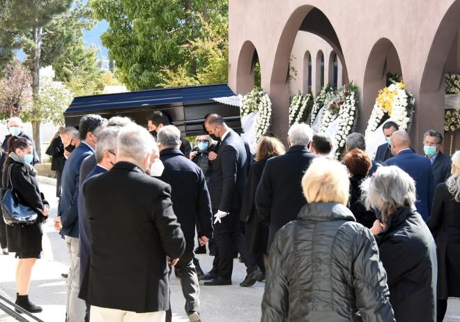 Η κηδεία του Τάκη Βουγιουκλάκη σε στενό οικογενειακό κύκλο