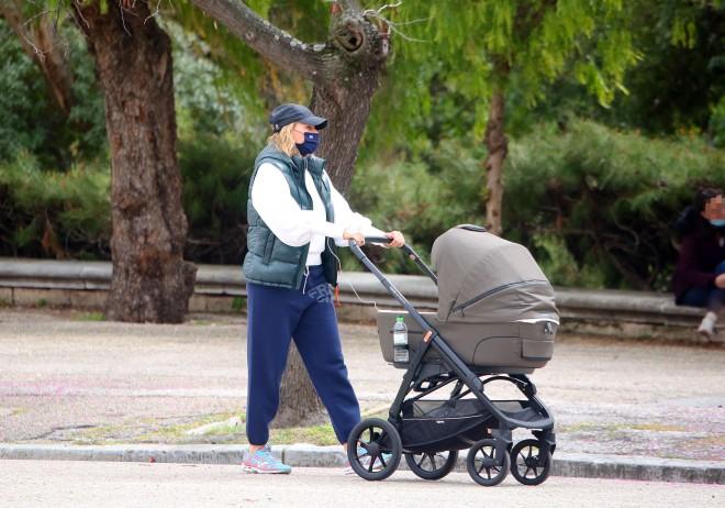 Η Τζένη Μπαλατσινού μαζί με τον γιο της