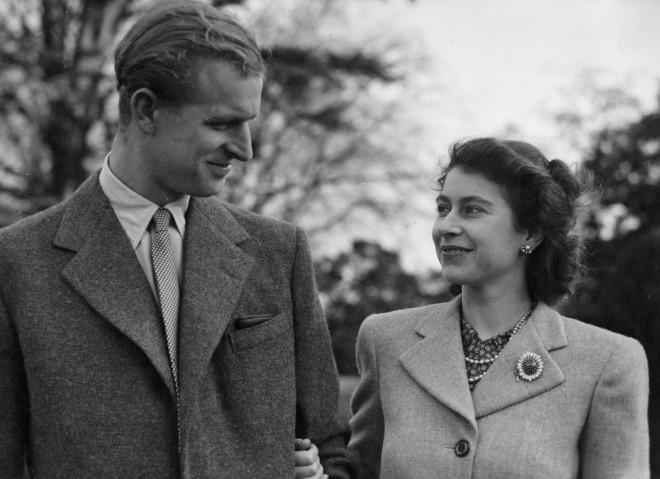 Φωτογραφία του νιόπαντρου τότε βασιλικού ζεύγους, το 1947- φωτογραφία ΑΡ