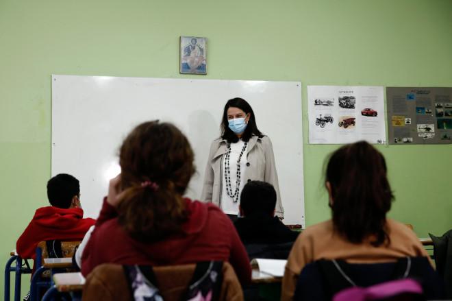 Στιγμιότυπο από την επίσκεψη Κεραμέως σε γυμνάσιο της Νέας Ιωνίας 1/2/21- φωτογραφία Eurokinissi