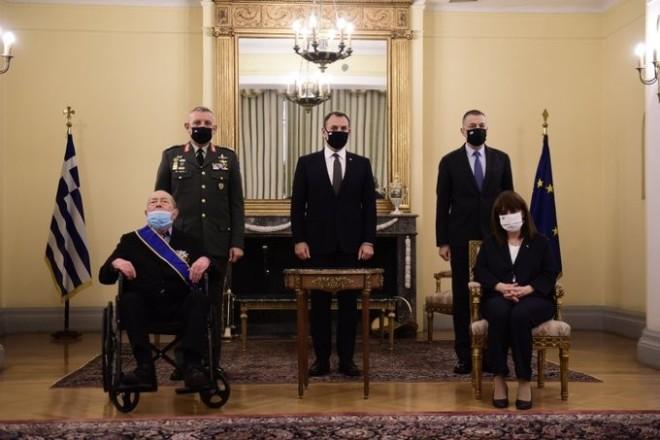 Τον Φεβρουάριο, η Πρόεδρος της Δημοκρατίας Κατερίνα Σακελλαροπούλου επέδωσε στον Ιάκωβο Τσούνη το Παράσημο του Μεγαλόσταυρου του Τάγματος της Τιμής για τη σημαντική προσφορά του και ιδιαιτέρως για τη συμβολή του στην ενίσχυση των Ενόπλων Δυνάμεων.