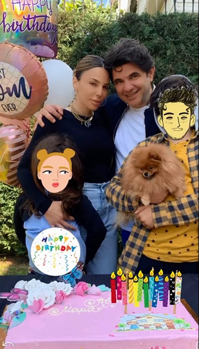 Κέλλυ Κελεκίδου Έχει γενέθλια και το γιόρτασε με την οικογένεια της
