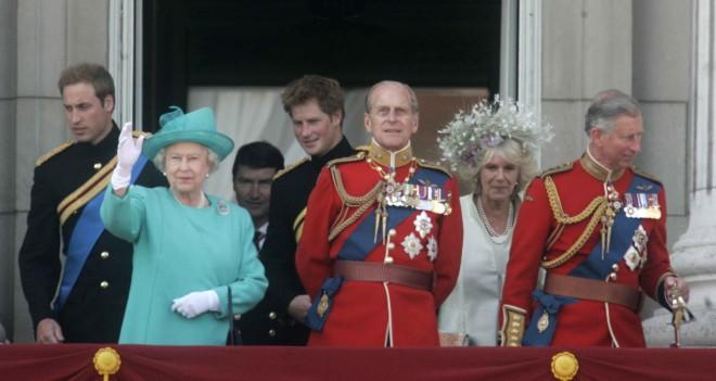 H βασιλική οικογένεια από το μπαλκόνι του Μπάκιγχαμ τον Ιούνιο του 2008- φωτογραφία ΑΡ