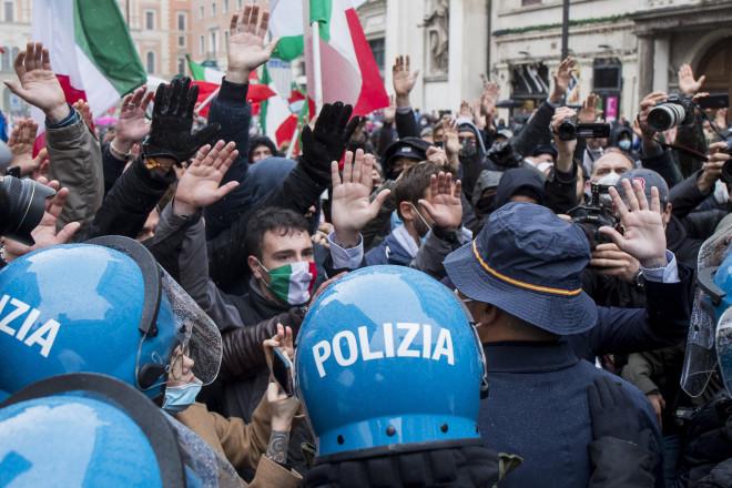 Επεισόδια στη Ρώμη για τα κλειστά καταστήματα