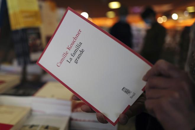 To βιβλίο τηςΚαμίλ Κουσνέρ «la Familia grande» - φωτογραφία ΑΡ