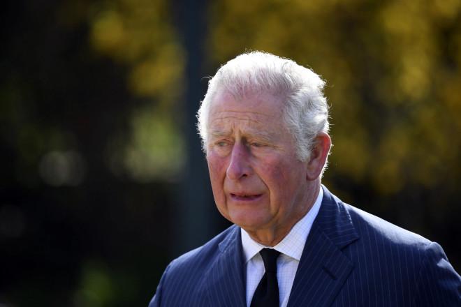 Δακρυσμένος ο πρίγκιπας Κάρολος για τα λουλούδια και τα μηνύματα αγάπης προς τον πατέρα του- φωτογραφία ΑΡ