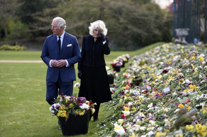 Κάρολος καιΚαμίλα επισκέφθηκαντους ιδιωτικούς κήπους, που βρίσκονται κοντά στο παλάτι- φωτογραφία ΑΡ