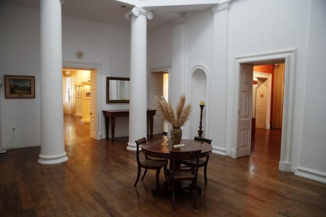 Κεντρική αίθουσα δεύτερου ορόφου -φωτογραφία ΑΡ