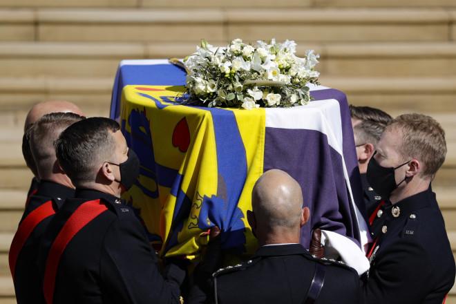 Η ελληνική σημαία που συνόδευσε τον πρίγκιπα Φίλιππο στην τελευταία κατοικία του
