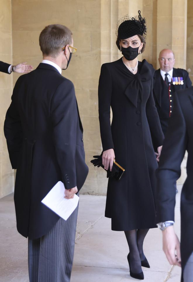 Η Η Kate Middleton φόρεσε ένα καπέλο με βέλο