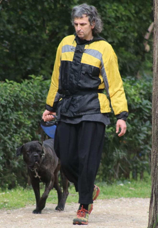 Άρης Σερβετάλης Σκύλος