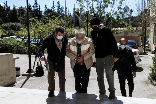 Ο 76χρονος που σκότωσε τον γιο του στο Κορωπί οδηγείται στον εισαγγελέα