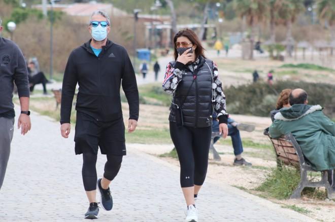 Έλενα Παπαρίζου – Ανδρέας Καψάλης: Βόλτα για δυο στο Καβούρι!