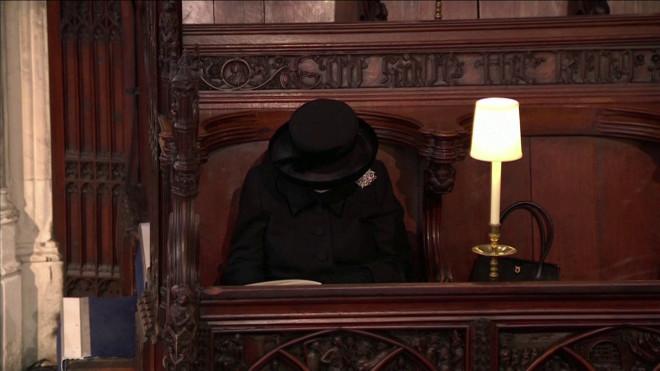Συντετριμμένη η βασίλισσα Ελισάβετ στην κηδεία του Φίλιππου