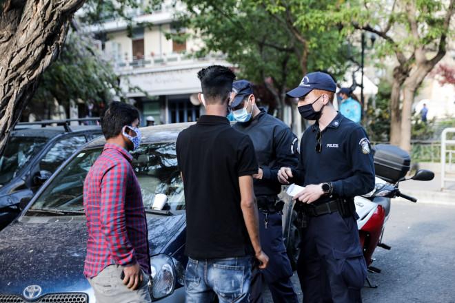 Έλεγχοι στην πλατεία Αγίου Γεωργίου στην Κυψέλη - φωτογραφία Eurokinissi