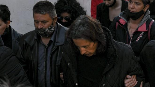 Οι γονείς που έχασαν τα δύο τους παιδιά, έμειναν πίσω να μεγαλώσουν μόνοι τον γιο της Κωνσταντίνας και του δράστη- ΙΝΤΙΜΕ