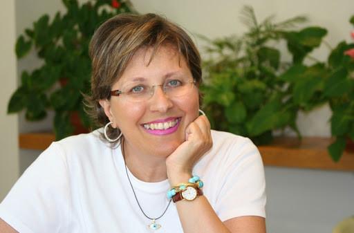 Η συγγραφέας Κατερίνα Τσεμπερλίδου
