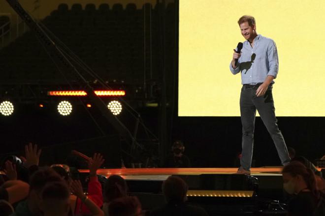 O πρίγκιπας Χάρι στη συναυλία για τους εμβολιασμούς κατά του κορωνοϊού