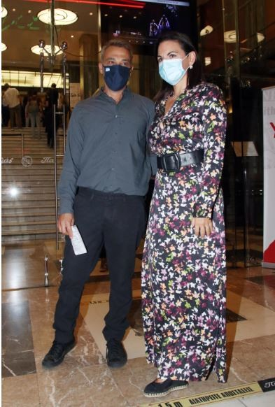 Μίνως Μάτσας και Όλγα Κεφαλογιάννη ποζάρουν στον φωτογραφικό φακό/ φωτογραφία NDP