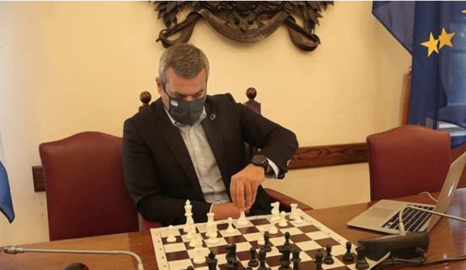 βουλευτής Χάρης Μαμουλάκης σκάκι