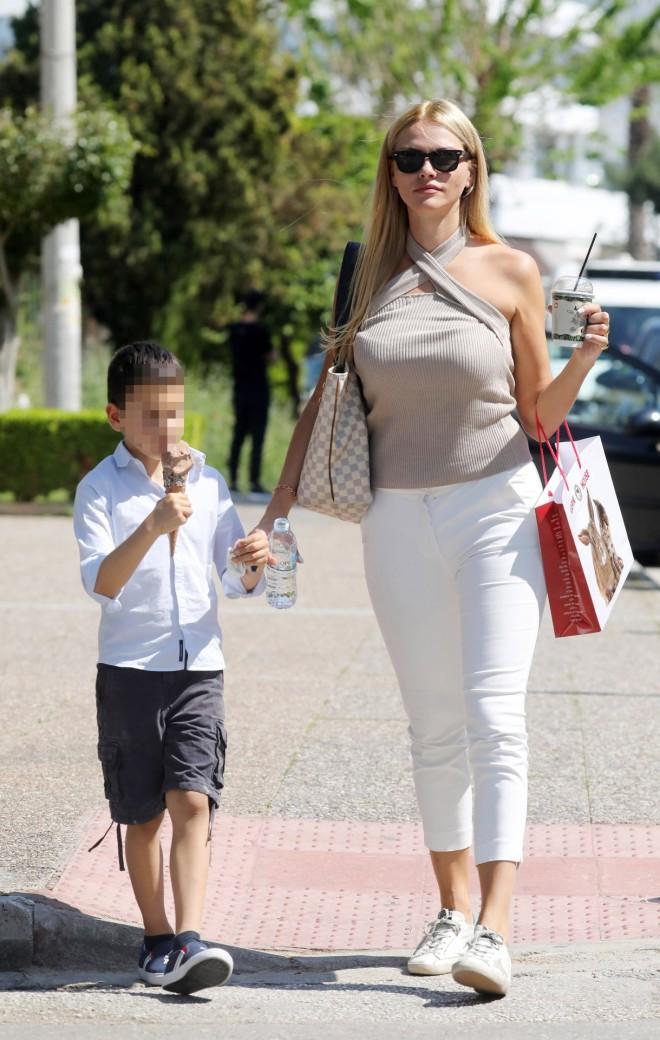 Η Ναταλι Θάνου με τον 7χρονο γιο της, 'Αρη
