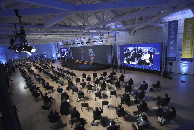 Στιγμιότυπο από τη Σύνοδο Κορυφής στο Πόρτο- φωτογραφία ΑΡ