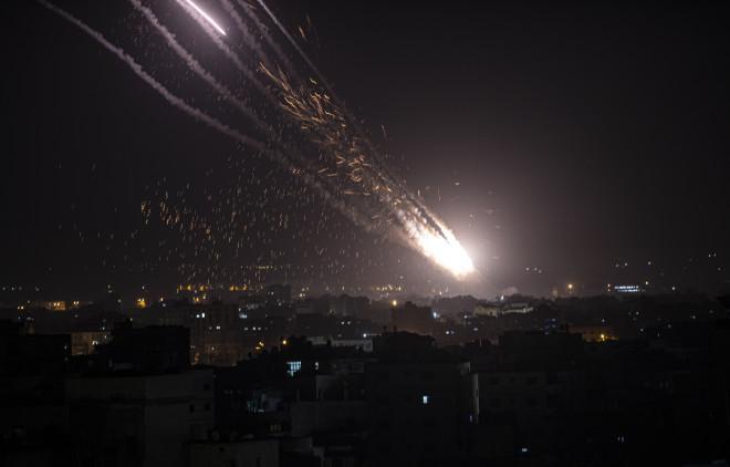 Εκτόξευση ρουκέτας από τη Λωρίδα της Γάζας προς το νότιο Ισραήλ- φωτογραφία ΑΡ