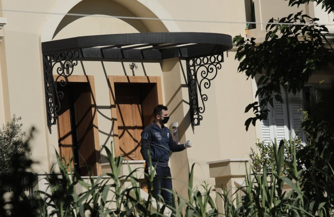 Αστυνομικοί στο σπίτι του ζευγαριού στα Γλυκά Νερά