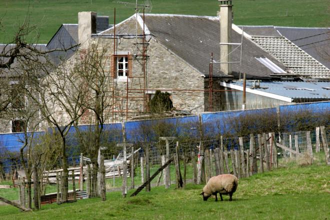 Σπίτι ιδιοκτησίας του Φουρνιρέ στο Βέλγιο, απομονωμένο από την αστυνομία- φωτογραφία ΑΡ
