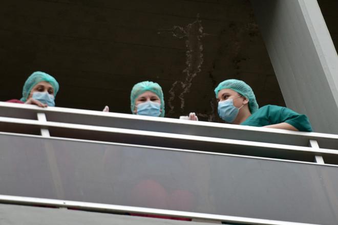 Νοσηλευτές: Στην πρώτη γραμμή της μάχης κατά του κορωνοϊού με πενιχρούς μισθούς