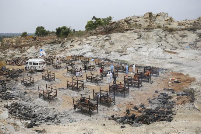 Aποτεφρωτήριο στην Ινδία με θύματα της Covid- 19- φωτογραφία ΑΡ