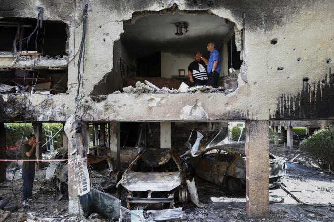 Ρουκέτα έπληξε πολυκατοικία στην Πετά Τικβά - φωτογραφία ΑΡ