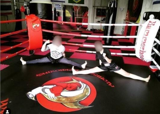 Mετά από προπόνηση kick boxing, η Καρολάιν με τον προπονητή της
