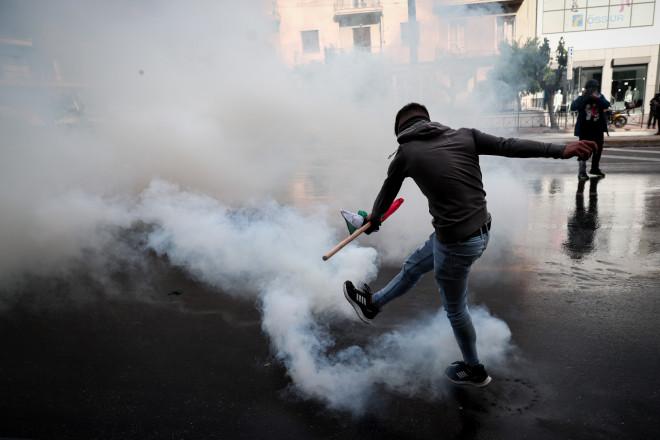 Επεισόδια έξω από την ισραηλινή πρεσβεία - Χάος στη Μεσογείων
